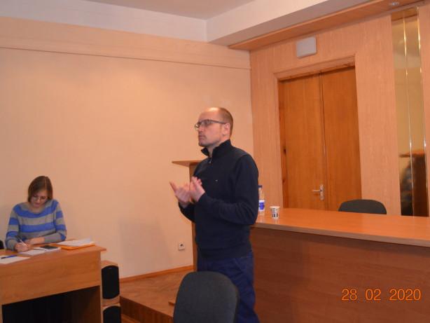 Нардеп Олександр Аліксійчук під час прийому громадян